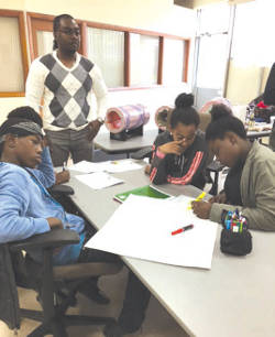 Tarvus Hawthorne, program coordinator for the Wisconsin African American Tobacco Prevention Network, conducts an activity that raised awareness about asthma and COPD with members of FACT, Wisconsin's youth led tobacco prevention movement. (Photo by Wisconsin African-American Tobacco Prevention Network)